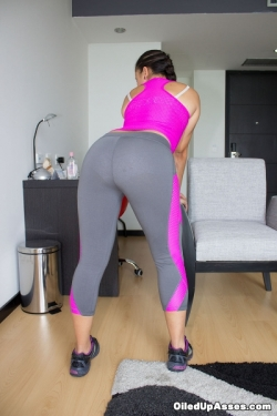 """Angelica In """"Grey Workout Suit"""""""